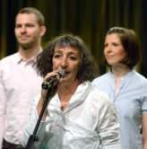 http://www.fotofisch-berlin.de - Bernadette La Hengst_BEDINGUNSLOSES GRUNDEINSINGEN